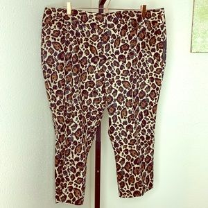 Worthington leopard slim cut capris NEW 18W